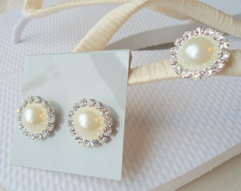 Ivory Flip flops and pearls earing set. Bridal Ivory earings and flip flops. AB Rhinestones. Wedding  -MAGNIFICENT IVORY set-