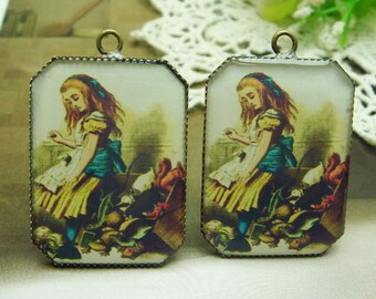 4 pcs(23X31mm) Pretty  Antique Brass Resin Pendant.Alice in Wonderland(A-04)