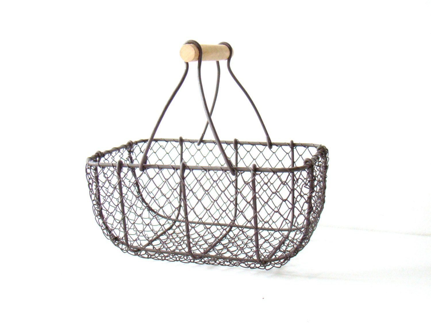 vintage french wire basket with wooden handle shabby chic. Black Bedroom Furniture Sets. Home Design Ideas