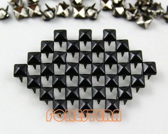 50Pcs 5mm Black Color PYRAMID Studs (CP-BL05)