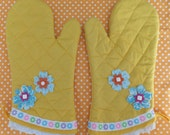 Sunshine Yellow Oven Mitts, Insulated Hot Pads