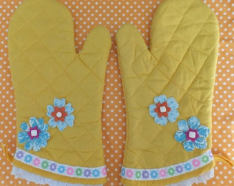 Sunshine Yellow Oven Mitt Set with Spring Flowers and Lace Cuffs