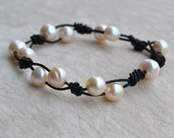 pearl bracelets, 7-8 mm Ivory Freshwater Pearl Bracelet, Black leather Bracelet, black leather and pearl bracelet, girl bracelet