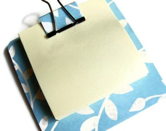 sticky note holder  mini-clip board,  magnetic memo holder - blue vine theme