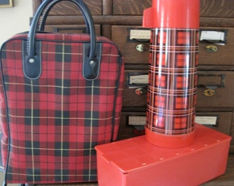 Fantastic Vintage Aladdin Red Plaid Picnic Bag Set