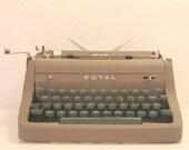 1950's Royal Quiet De Luxe Typewriter