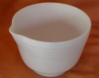 Pyrex Mixing Bowl w/ Spout Hamilton Beach No. 1 White