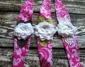 Shabby Chic - vintage-pink damask fabric headband with white flower and leaves - photo prop