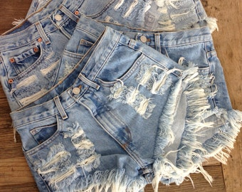 Classic Distressed LEVI'S High Waisted Denim Shorts XXL