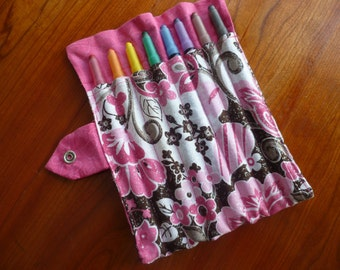 Glitter Floral Crayon Holder includes 8 Crayola Twistable Crayons