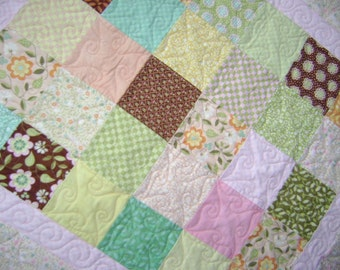 Sunny Day Flannel Baby Blanket Crib Quilt Comforter with Free Pair of Baby Socks