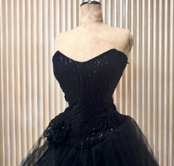 WOW 1980 does 1950 dress // Glitters ruffles dress // isabel de pedro mr cat 1980's dress // Black dress // Corset dress