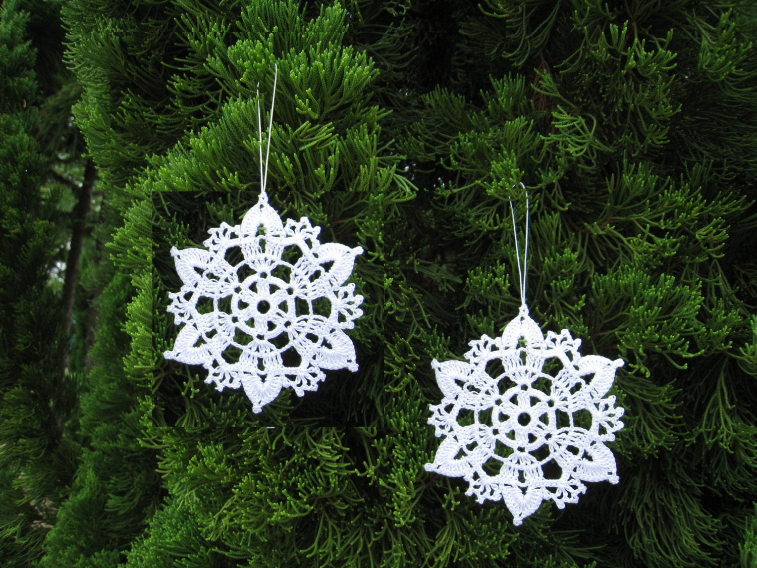 6 crochet snowflake ornaments white christmas tree by dosymphony. Black Bedroom Furniture Sets. Home Design Ideas