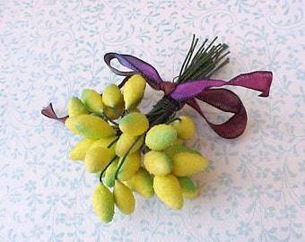 Charming Vintage 1950's Millinery Decoration of Frosted Yellow and Green Stamens
