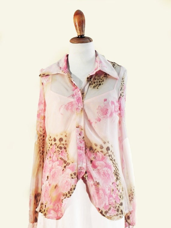 Delicate pink blouse design of the years 70s.