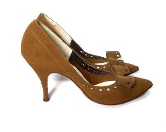 vintage 1950s brown suede heels / Customcraft Schwartz Benjamin / bow tie / pinup rockabilly / women's vintage heels / size 6