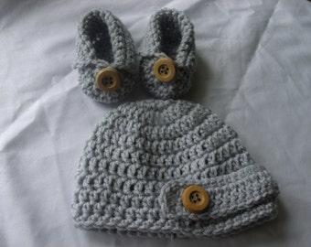 Crochet baby boy newsboy hat and crochet booties gift set Light grey