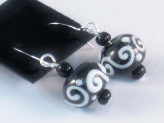 Dangling Beaded Earrings in Black and White