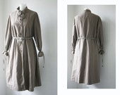 Vintage Coat 70s 80s beige long Trench Coat Cape Size: Medium Large Vintage Berlin Style