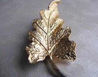 Vintage Goldtone Leaf Brooch - Vintage Leaf Pin - Unique Brooch