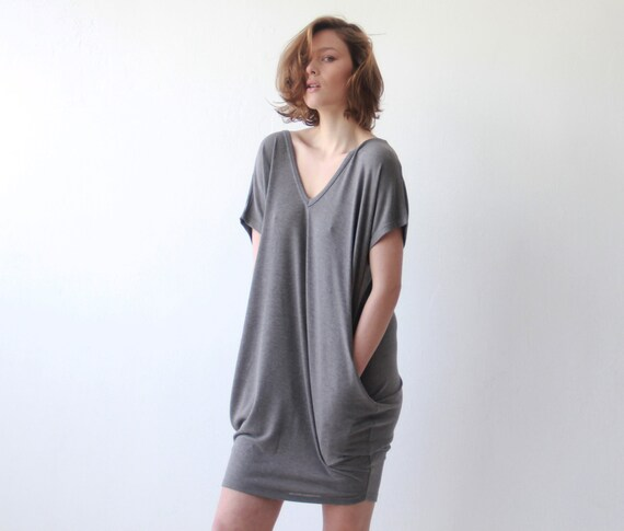 Oversize knitted grey tunic with pockets Casual knit dress