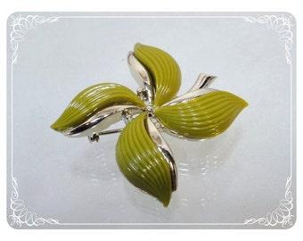 Vintage Green Brooch -Olive Green Petal Leaf or Pinwheel Leaves Pin - 2012a-122512000