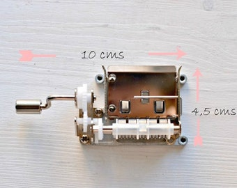 DIY Your own melody. With a hand cranked mechanism.