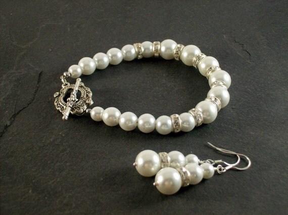 White Pearl Bridal Set,  Wedding Jewelry, Pearl Bridal Jewelry, Pearl Earrings, Pearl Bracelet, Bridesmaid Gift, Wedding  Bracelet