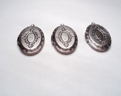 3 pcs - Antique silver plated ornate oval Lockets - m224rso