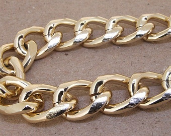 Big Shiny Cut Twist O Light Gold Plated Metalic Aluminium Chunky Curb Chain ----- 20mmx 27mm---thickness about 5mm----38""
