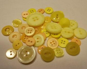 42 piece yellow and orangetone acrylic button mix, 12-25 mm (21)