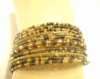 Vintage 1960s 15 STRANDS, BEADED STRETCH Bracelet (7304)