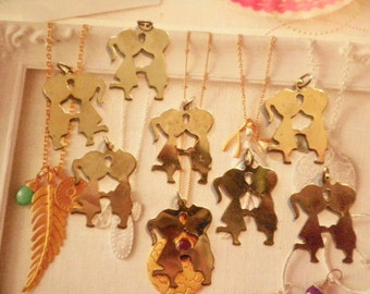 8 Vintage Goldplated 31mm Boy Kisses Girl Charms