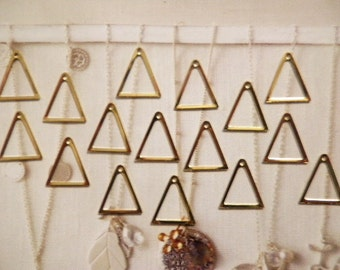 16 Vintage Goldplated 16mm Triangle Drops