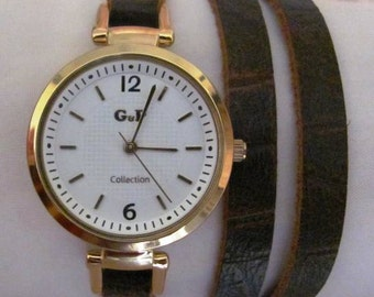 Stylish Lady Gold Wrist Watch With A Unique Soft Leather Band
