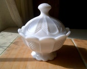Absolutely Beautiful Vintage Milk Glass Sugar Bowl