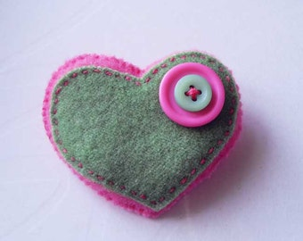 Heart shape pink and green felt brooch with 2 buttons