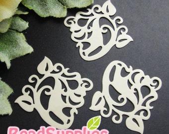 CH-ME-01905 - nickel free,  Off white enameled, Filigree ivy, 4 pcs