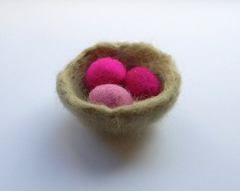 Easter birds nest with eggs, felted easter eggs, decoration nest with pink eggs