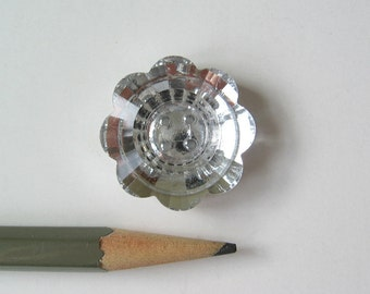 Faceted glass flower button 1 inch