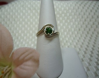 Round Cut Chrome Diopside Ring in Sterling Silver