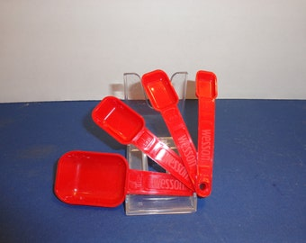 Wesson Red Plastic Measuring Spoons