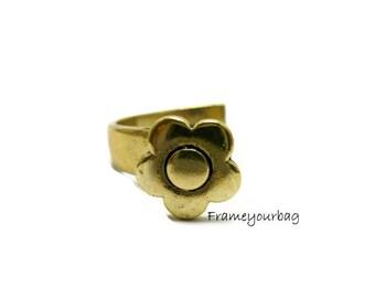 3 - ZAMAK. Middle bracelet flower . Antique Golden. Hole: 8.5mmx  2.5mm.( ZK230)