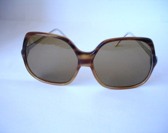 Wow-Vintage  Women's  Sunglasses - See our huge collection of vintage eyewear