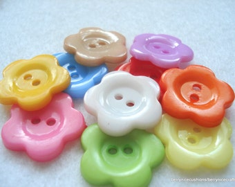 21mm Resin Flower Shaped Buttons Pack of 10 Large Flower Buttons A159