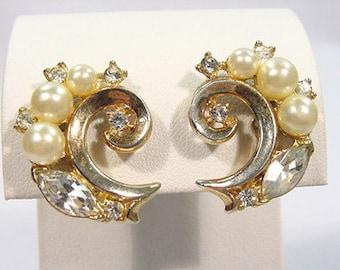 Vintage Modernist 1970s GOLD Rhinestone & Pearl Swirl CLUSTER Clip Back Earrings by TRIFARI..Retro Abstract Elegant