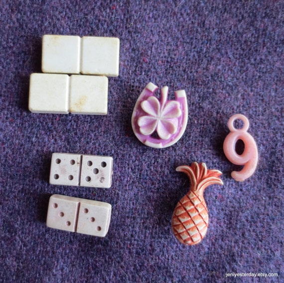 11 Plastic Toys Prizes Game Pieces Rolling Bear