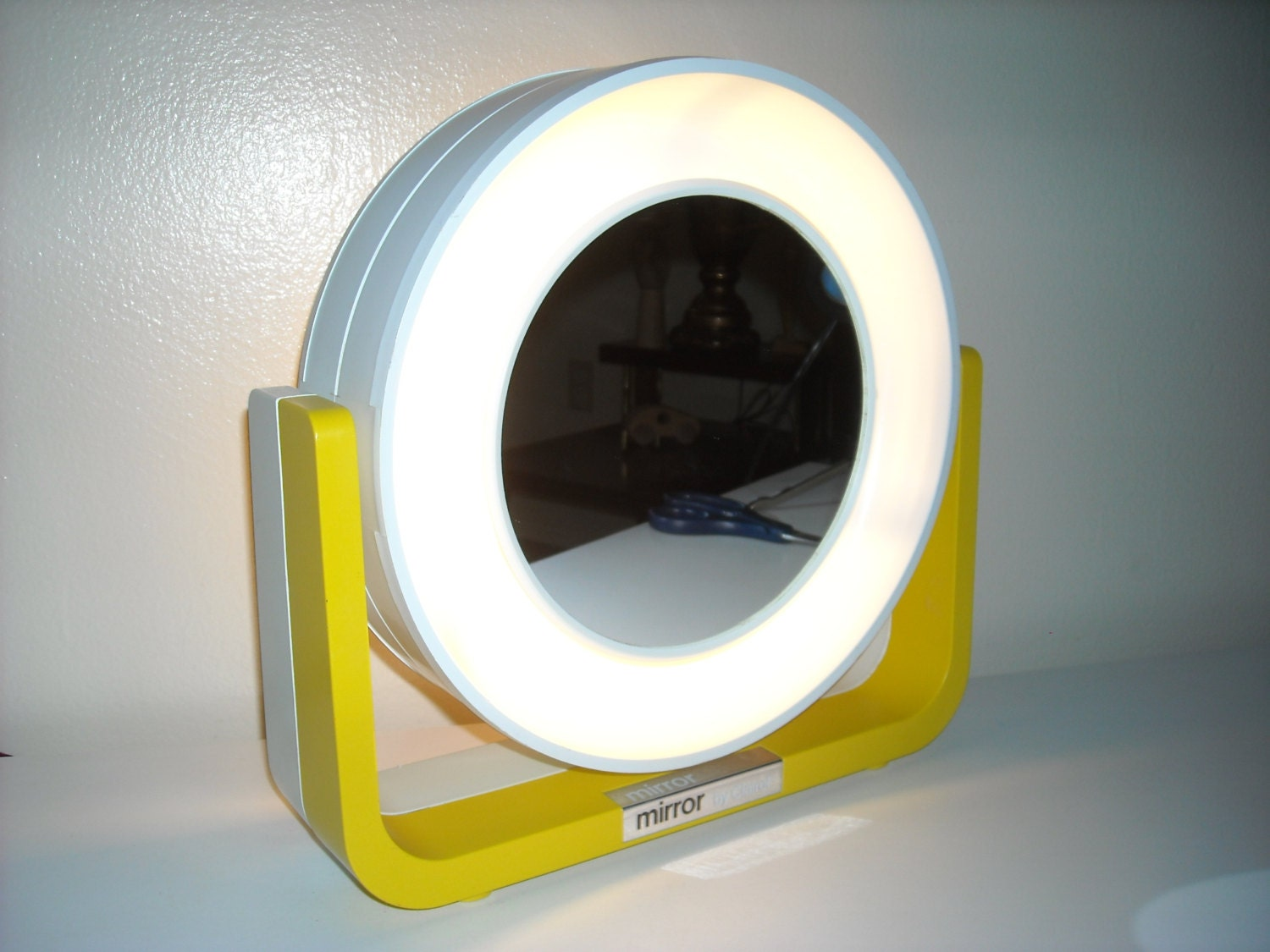 Mod lighted makeup mirror mirror by clairol beauty magnifying for Beauty mirror