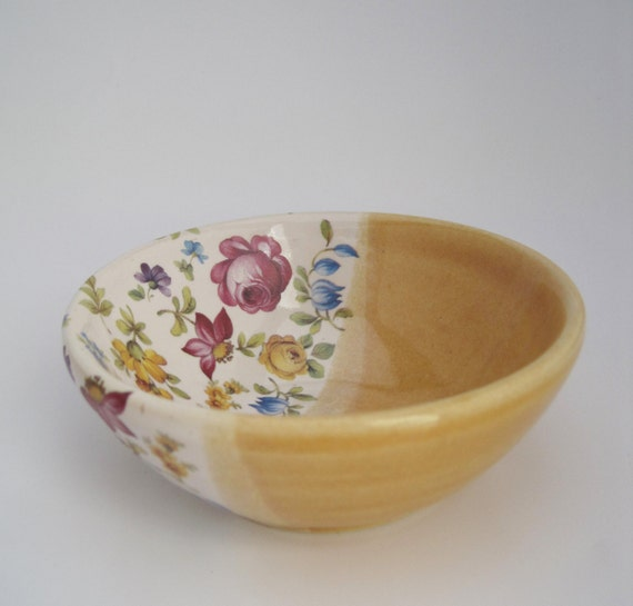 Floral Pottery Decorative Bowl with Yellow and White Glaze