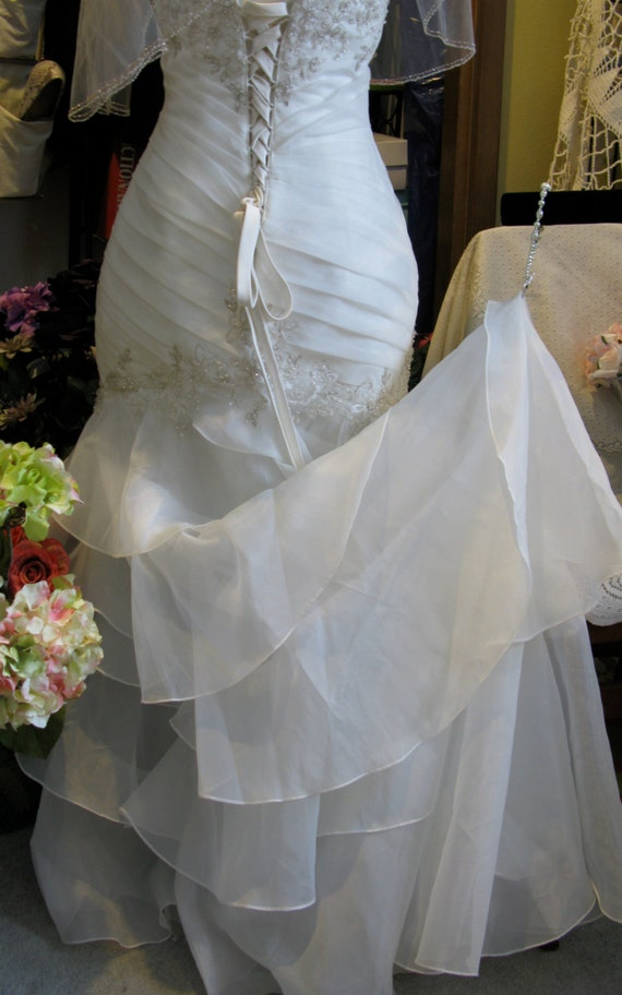 wedding dress hook up train Items 1 - 20 of 261  browse our exclusive collection of wedding dresses with a train online or in any  of the wed2b stores located throughout the uk.